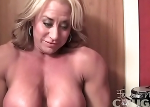 Mature Female Bodybuilder Positions and Masturbates