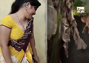 Low-spirited Bhabhi operose in the air cosy along plumber