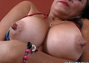 Latina milf Karina takes a hawt mop and receives turned on